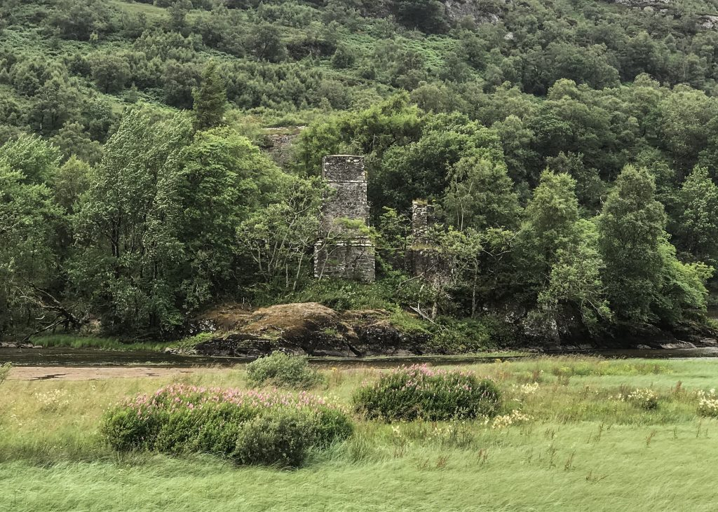 Loch Dochart with the Dochart Castle - a SUP-it List for stand up paddleboarding must